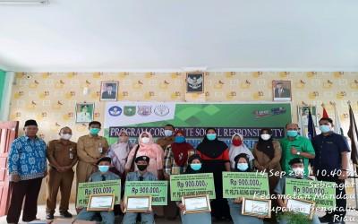 Penyerahan Beasiswa Prestasi dan Tidak Mampu Program Corporate Social Responsibility (CSR) dari PT. Pelita Agung Agrindustri untuk Siswa/i SMK Negeri 3 Mandau
